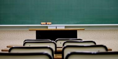 学校でスマホ禁止校則